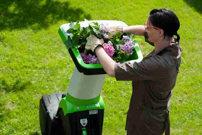 Oksa- ja aiajäätmete purusti